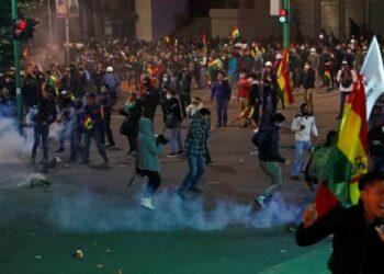 Oficiales bolivianos serán enjuiciados si no declaran por represión