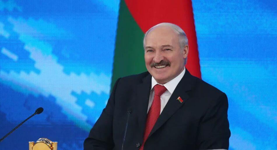 Lukashenko, investido presidente de Bielorrusia