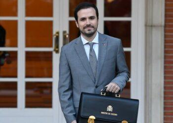 Alberto Garzón elogia a la «actual» Iglesia Católica y al Papa por su defensa del planeta