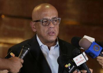 Gobierno venezolano y oposición moderada relanzan la Mesa de Diálogo Nacional a un año de su creación