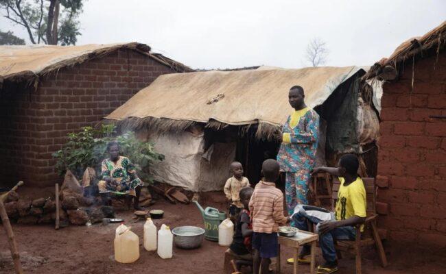 La crítica falta de fondos, exacerbada por la COVID-19, pone a las personas desplazadas en situación límite