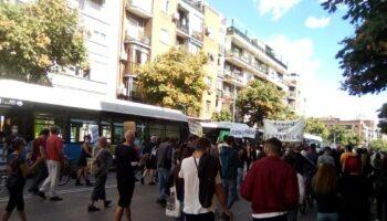 Miles de personas regresan a las calles de Madrid en otra jornada de protestas contra los confinamientos selectivos