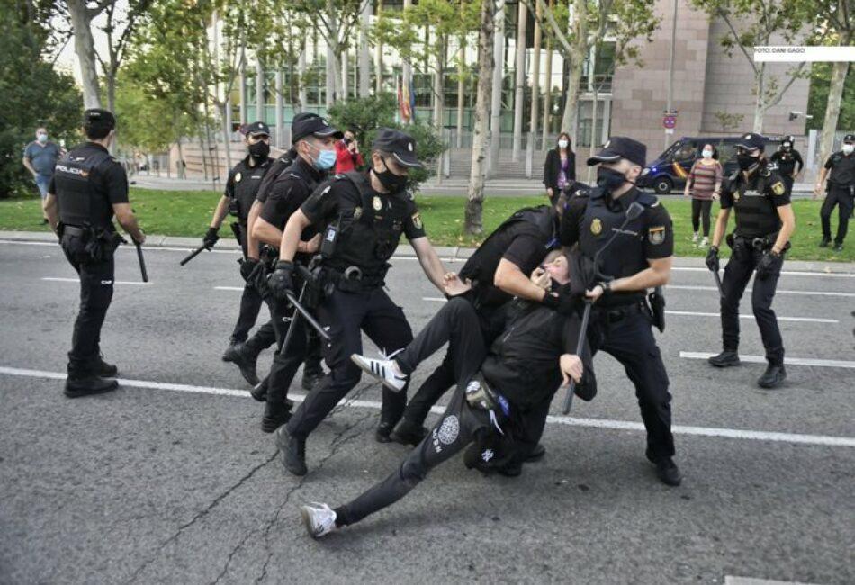 IU Madrid condena la violenta actuación policial contra los manifestantes en la Asamblea de Madrid