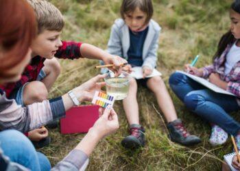 Menos conceptos y más pensamiento crítico para mejorar la educación científica en el aula