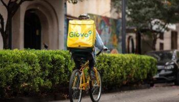 El Supremo avala que los 'riders' son falsos autónomos en una sentencia contra la empresa de reparto a domicilio Glovo