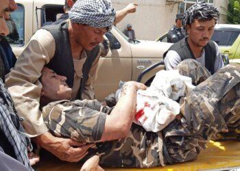 Seis muertos en explosión de coche bomba y tiroteo en Afganistán