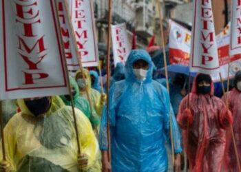 Policía reprime manifestación de trabajadores ecuatorianos