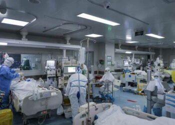 Pandemia de Covid-19 revela caos en sistema de salud de EE.UU.