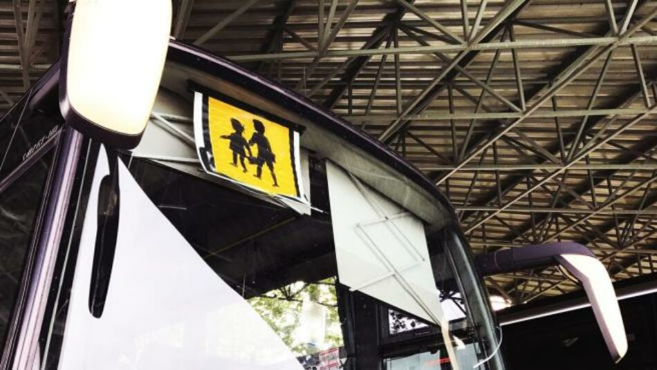 EU manifesta a súa preocupación ante a situación do transporte escolar e esixe á Xunta que consensúe coa comunidade escolar un protocolo específico