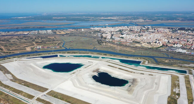 Indignación ante la aprobación de la Declaración de Impacto Ambiental de Fertiberia, responsable del mayor caso de contaminación industrial de Europa