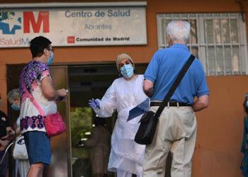 La vecindad de Carabanchel vuelve a protestar por la falta de médicos en el Centro de Salud de Abrantes