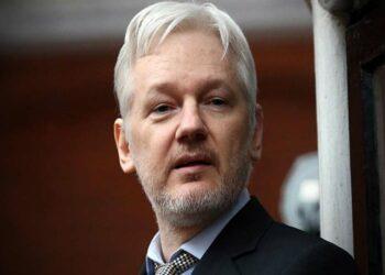 Jueza rechaza retirar nuevas acusaciones de EE.UU. contra Assange