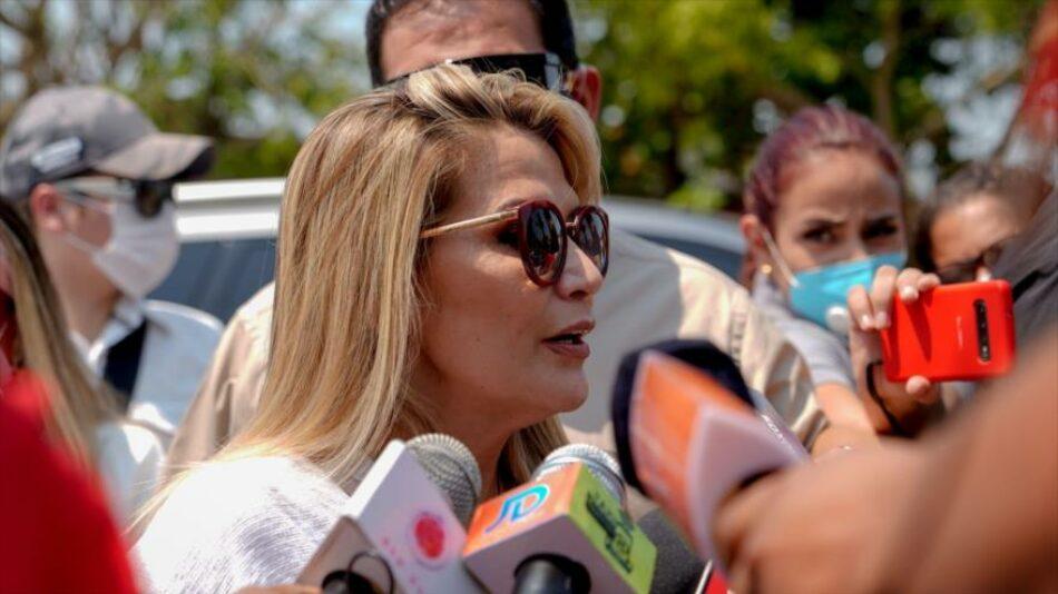 Áñez pide a EEUU 350 visas tras victoria de Arce