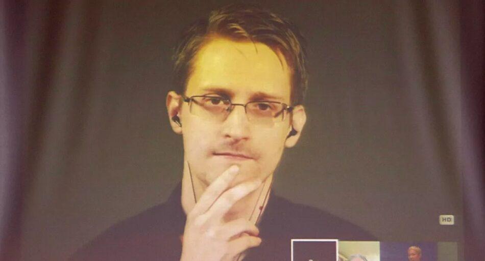 Edward Snowden recibe el permiso de residencia permanente en Rusia