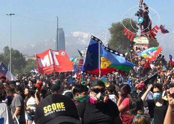 Miles de chilenos se manifiestan conmemorando 1 año del estallido social