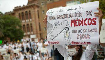Los médicos de todo el país, en huelga por primera vez en 25 años