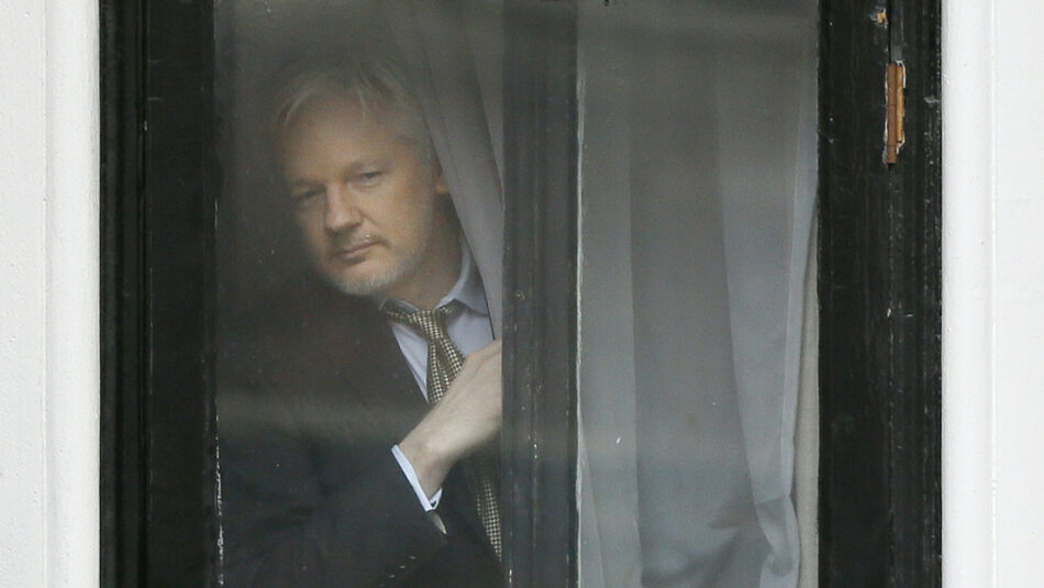 Testigos anónimos revelan que agentes de inteligencia consideraron secuestrar o envenenar a Julian Assange