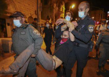 Israelíes salen a las calles para pedir renuncia de Netanyahu
