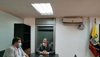 Manu Pineda celebra que el Consejo Nacional Electoral de Ecuador haya dado luz verde a la candidatura de Arauz y Rabascall tras la inhabilitación de Correa