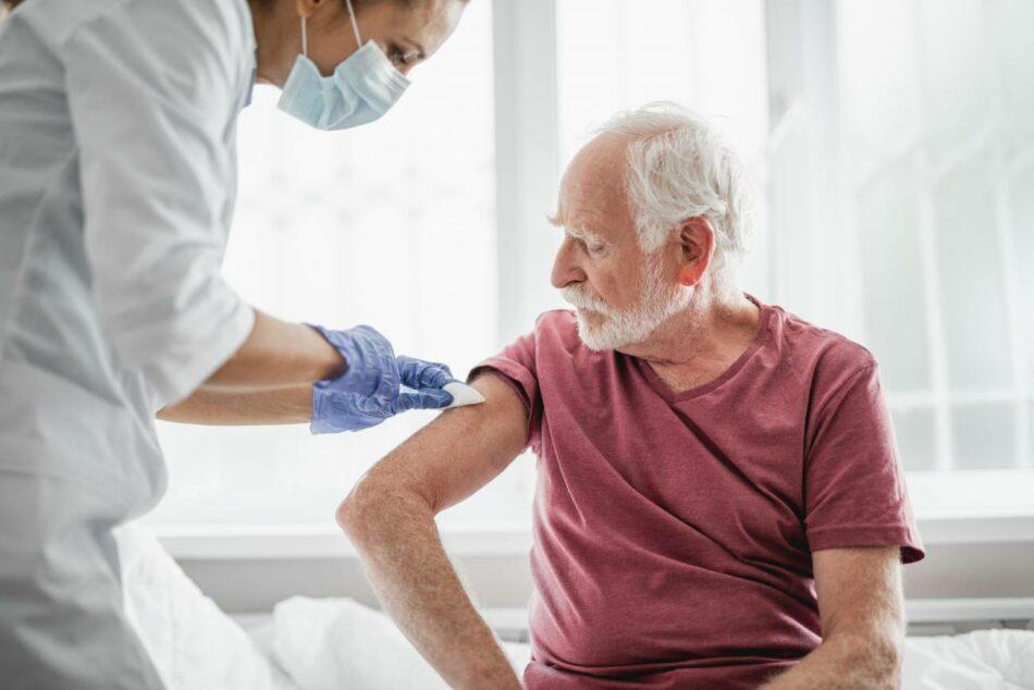 La confianza en la primera vacuna contra la covid-19 desciende: solo el 43 % se la pondría