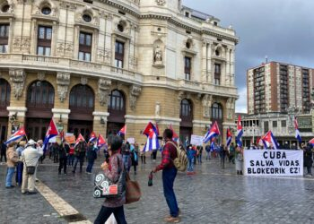 La emigración cubana se manifiesta en Bilbao contra el bloqueo estadounidense