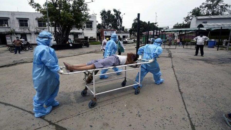 India supera los 100.000 decesos por coronavirus