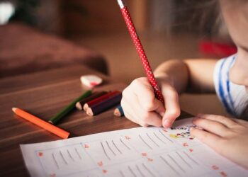 Compromís reclama al Gobierno un esfuerzo para que las familias con hijos con TDAH puedan optar a ayudas para su atención y al estudio