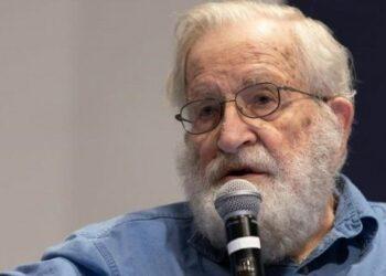 """Entrevista al filósofo, politólogo y activista Noam Chomsky: """"Trump advierte que si no le gusta el resultado de las elecciones puede negarse a dejar el cargo"""""""