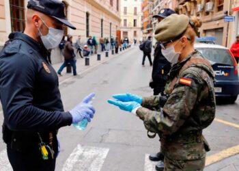 De casa al trabajo y del trabajo a casa: el coronavirus hace realidad el sueño capitalista de una población controlada y militarizada