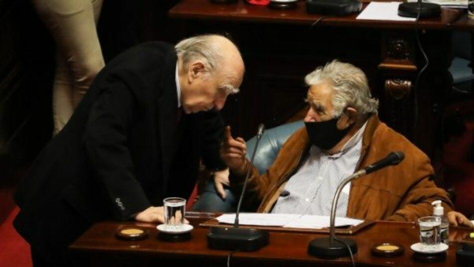 Expresidentes Mujica y Sanguinetti se retiran del Senado uruguayo