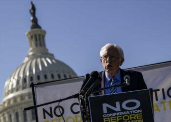 """Bernie Sanders: El Partido Republicano se ha convertido en """"un culto"""""""