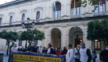 APDHA Sevilla reconoce que se están dando pasos en la atención a las personas sin hogar pero que siguen siendo insuficientes