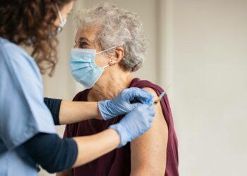 Qué podemos esperar de las primeras vacunas contra la covid-19, en nueve preguntas