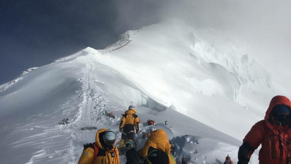 Calor, deshielo y microplásticos: lo que revela la mayor expedición realizada en el Everest