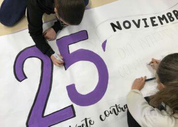 Izquierda Unida de Castilla y León se suma a la conmemoración del 25 de noviembre, día internacional contra las violencias de género y anima a toda la ciudadanía a colgar una prenda morada en el balcón ese día
