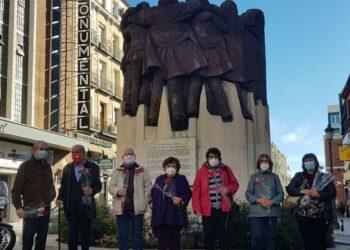 Un grito de silencio ante El abrazo, de Juan Genovés