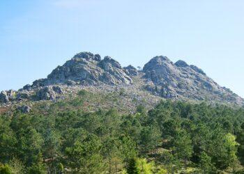 Las sierras de O Galiñeiro y A Groba, en peligro: Dos megaparques eólicos amenazan el paisaje sagrado de Vigo y el Val Miñor