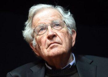 """""""La responsabilidad de los intelectuales"""", Noam Chomsky. El difícil compromiso intelectual"""