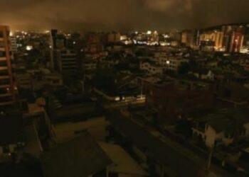Ciudadanos denuncian apagones en varias regiones de Ecuador