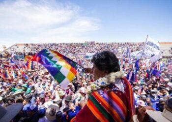 """Bolivia y la autocrítica necesaria: """"No basta con tener el gobierno, hay que tener el poder popular"""""""
