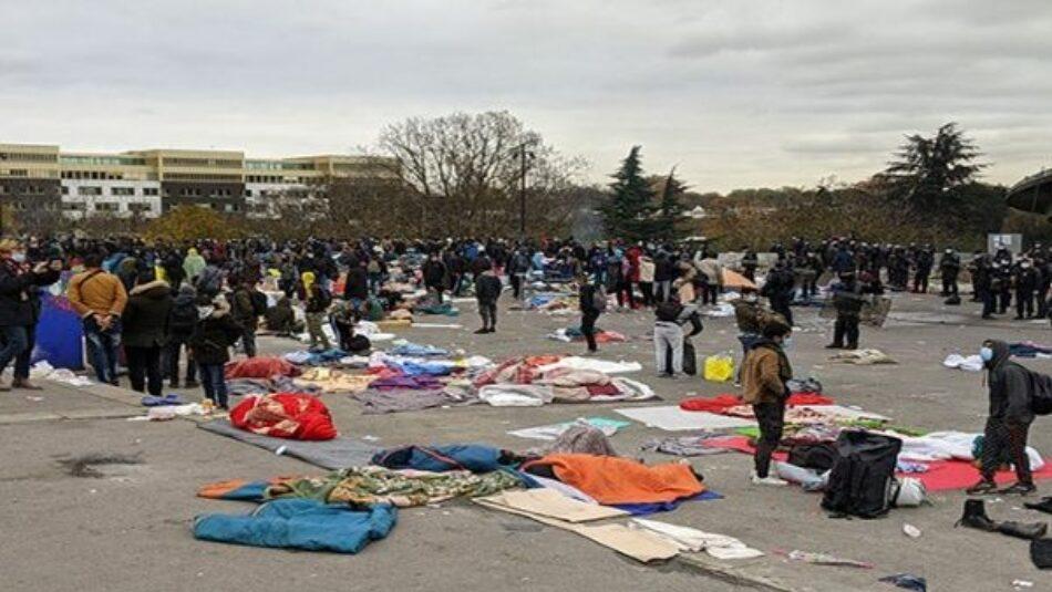 Desalojan campamento de migrantes en París, Francia
