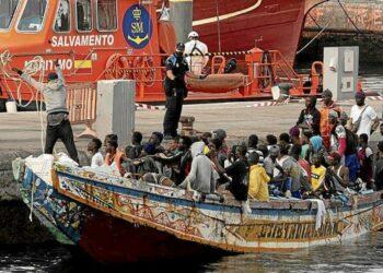Consideran «insostenible» la situación de Canarias tras la llegada de miles de migrantes, y llaman a evitar que las islas se conviertan en «las nuevas Lesbos»