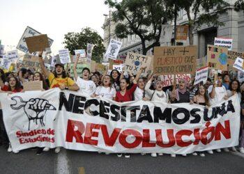 El capitalismo nos roba el futuro. ¡Necesitamos una revolución!