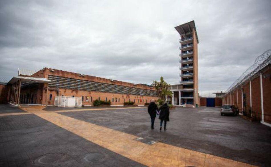 La Junta de Andalucía contradice a Interior y niega que visitar a familiares en prisión sea una causa justificada de desplazamiento
