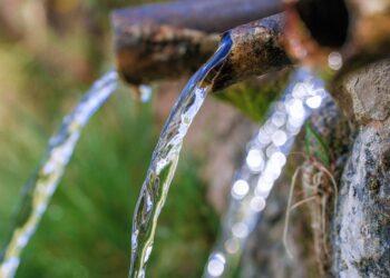 FACUA insta al Ayuntamiento de Llanes a garantizar el suministro de agua potable en la zona