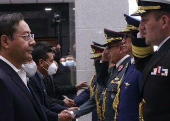 Arce cambia cúpula militar para 'esclarecer' masacres de 2019