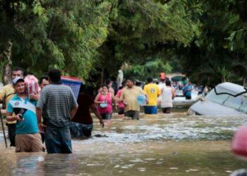 Cientos de miles de personas siguen sin atención médica en Honduras mes y medio después del paso de los huracanes