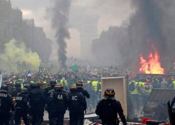 Las protestas estallan en Francia por tercer fin de semana consecutivo