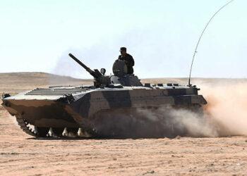 Los bombardeos del Ejército de Liberación Saharaui destruyen blindados y camiones de las FAR