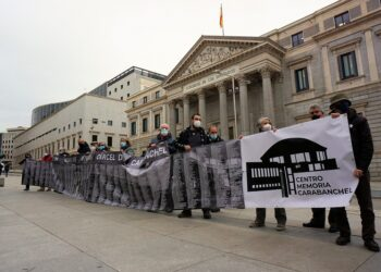 Concentración ante el Congreso reivindica la creación del «Centro de Memoria Cárcel de Carabanchel»